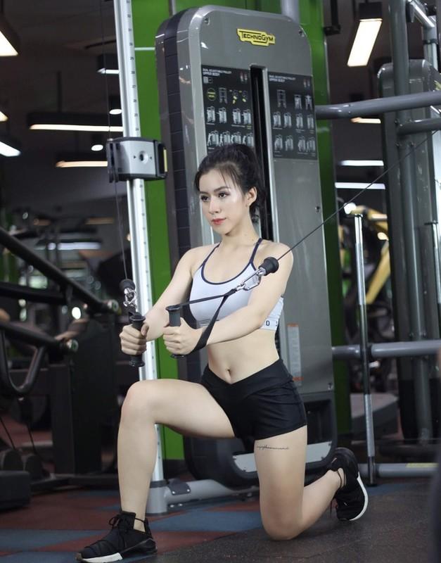 Hot girl Quang Ngai khong ngai theo duoi style quyen ru