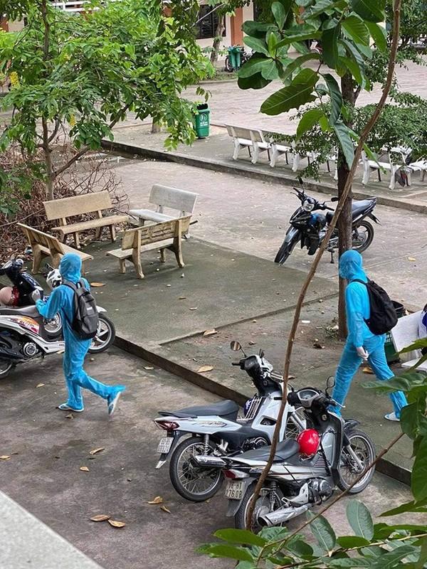 Co gai dien full do bao ho tren xe khach khien netizen chu y-Hinh-6