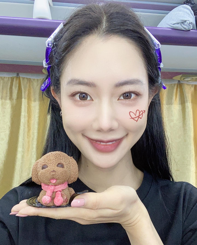 My nu xu Han tung gay sot pho di bo Ho Guom gio ra sao?-Hinh-10