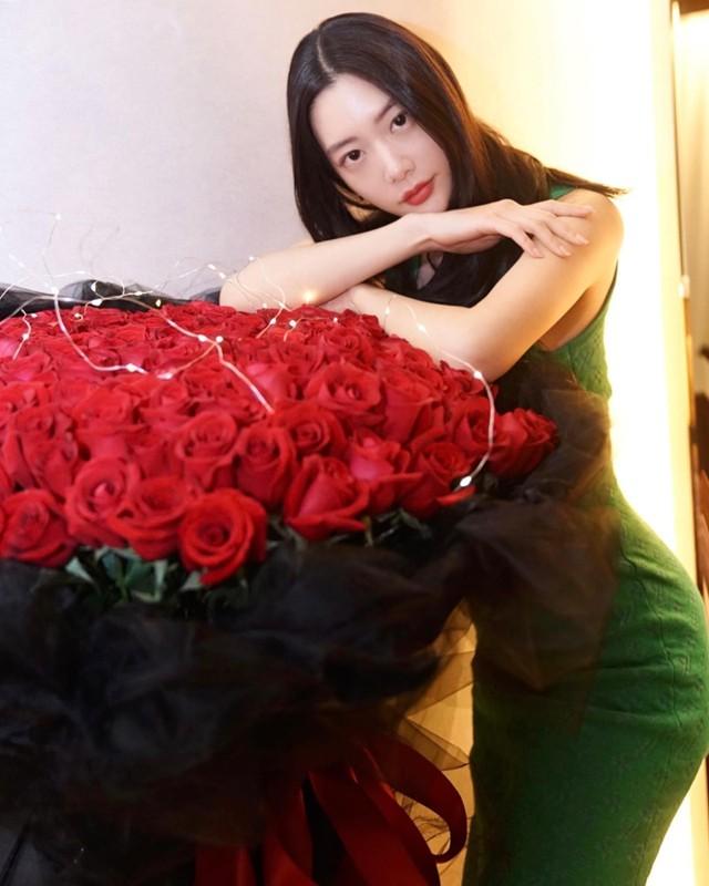 My nu xu Han tung gay sot pho di bo Ho Guom gio ra sao?-Hinh-7
