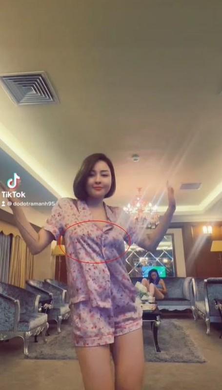 Quay clip 13s, hot girl Tram Anh bi netizen soi vong 1 bat thuong-Hinh-5