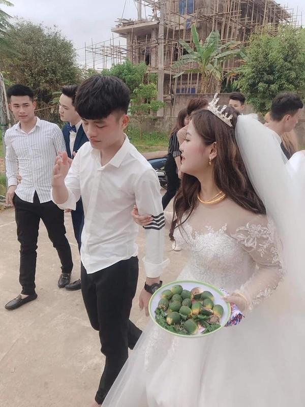Co di lay chong, chau nho khoc nuc no khong roi gay bat ngo-Hinh-7