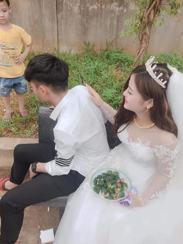 Co di lay chong, chau nho khoc nuc no khong roi gay bat ngo-Hinh-8