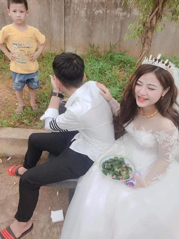 Co di lay chong, chau nho khoc nuc no khong roi gay bat ngo-Hinh-9
