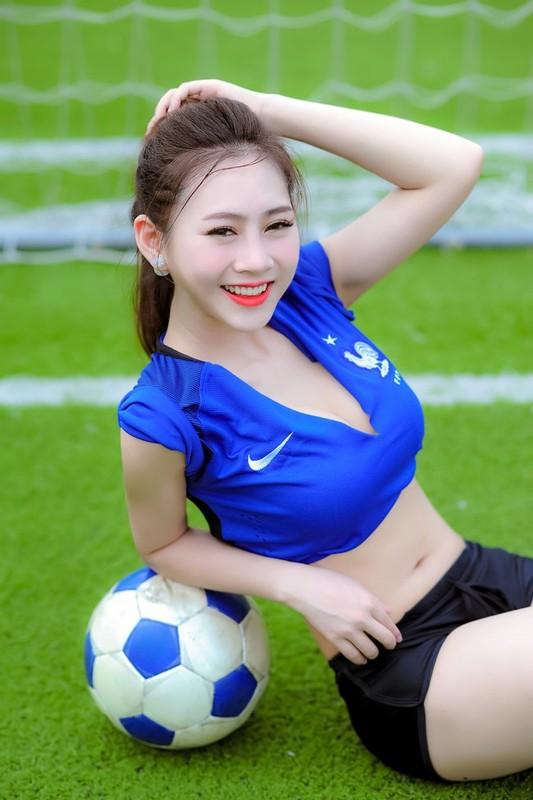 Ve nong bong cua hot girl tung noi danh tu Nong cung Euro 2016-Hinh-3
