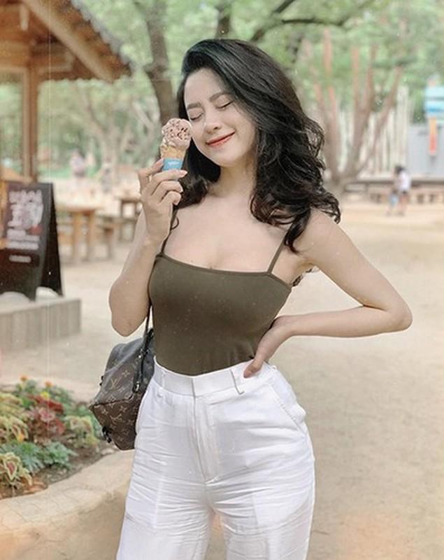 """Sau 1 nam o an, """"hot girl tap hoa"""" khoe voc dang cuc nuot-Hinh-11"""