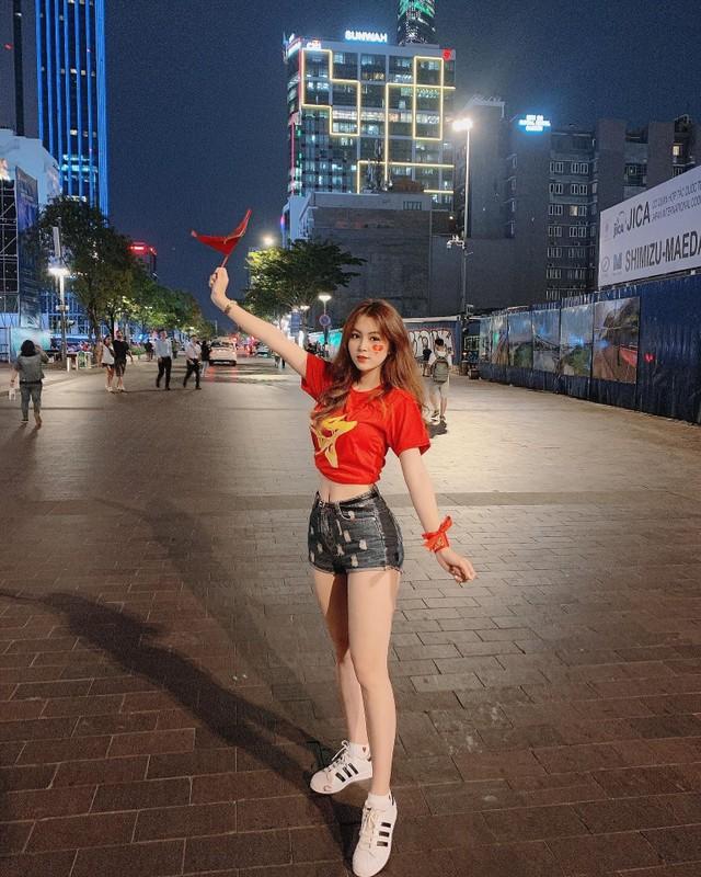 Co vu doi tuyen Viet Nam, co giao hot girl noi khap coi mang-Hinh-3