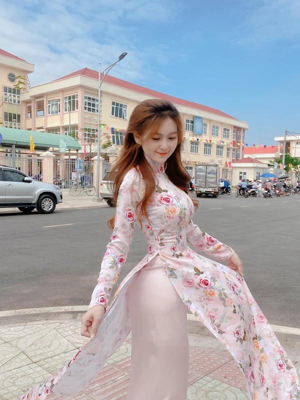 Co vu doi tuyen Viet Nam, co giao hot girl noi khap coi mang-Hinh-5