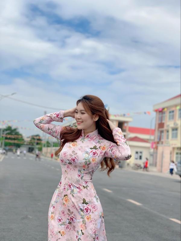 Co vu doi tuyen Viet Nam, co giao hot girl noi khap coi mang-Hinh-6