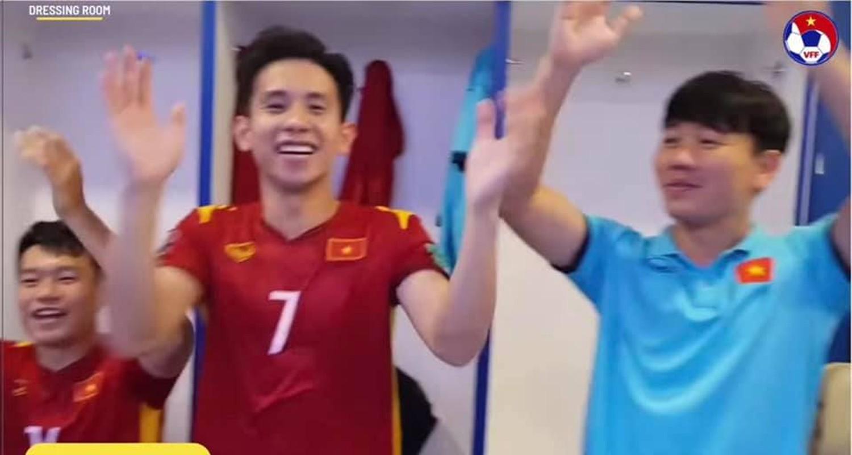 "Dan trai dep doi tuyen Viet Nam khoe body lai khien chi em ""dien dao""-Hinh-8"