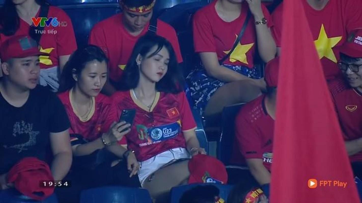 """Co vu doi tuyen Viet Nam, hot girl tung """"noi nhu con"""" gio ra sao?-Hinh-3"""