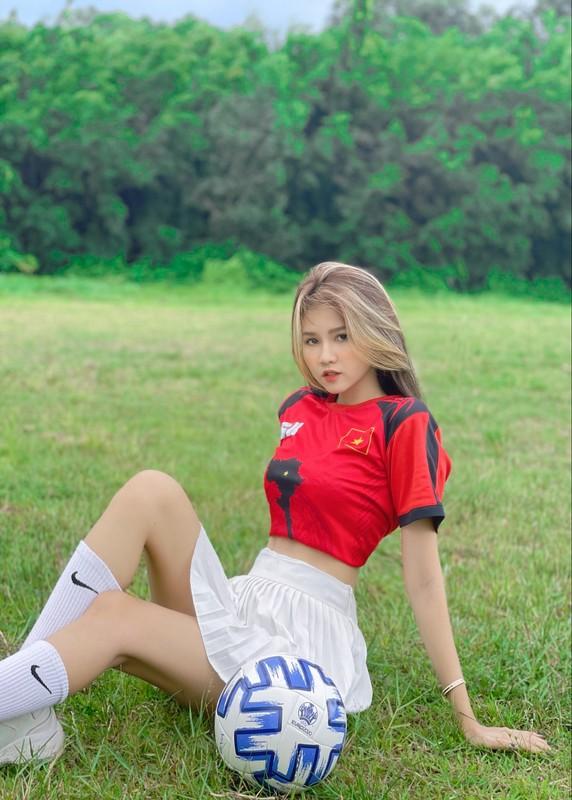 """Co vu doi tuyen Viet Nam, hot girl tung """"noi nhu con"""" gio ra sao?-Hinh-5"""