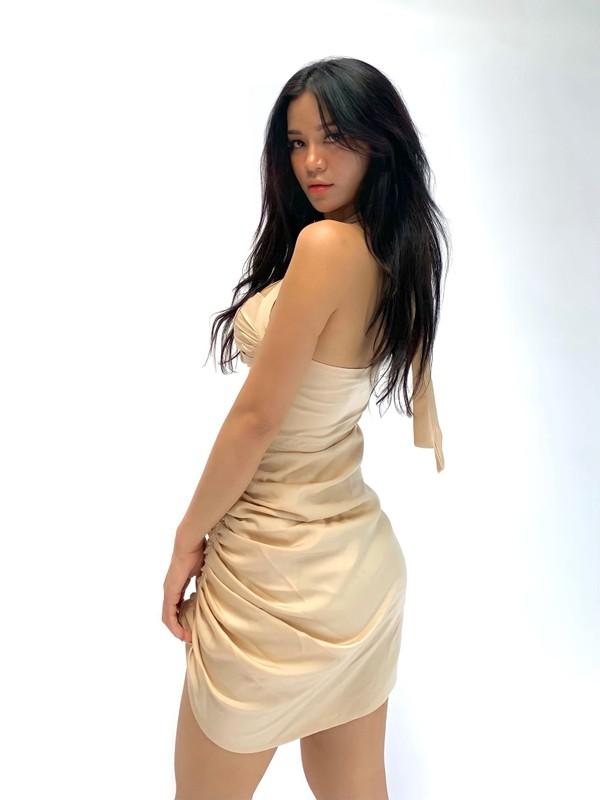 Noi tieng vi an mac goi cam, hot girl Dak Lak lo danh tinh-Hinh-7