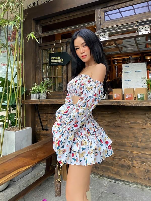 Noi tieng vi an mac goi cam, hot girl Dak Lak lo danh tinh