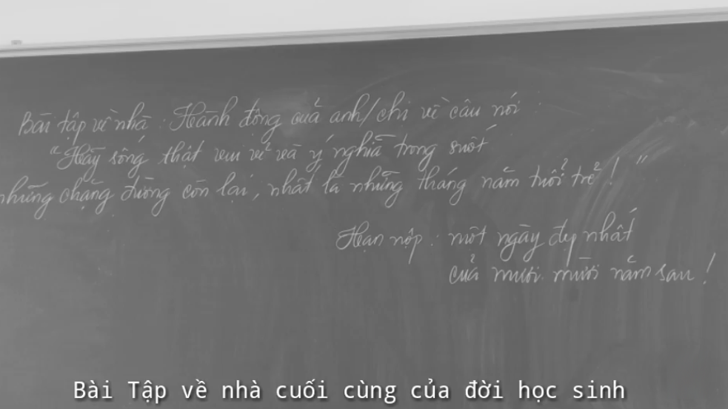Hoc sinh cuoi cap nghen ngao nhung dieu ghi tren tam bang den-Hinh-3