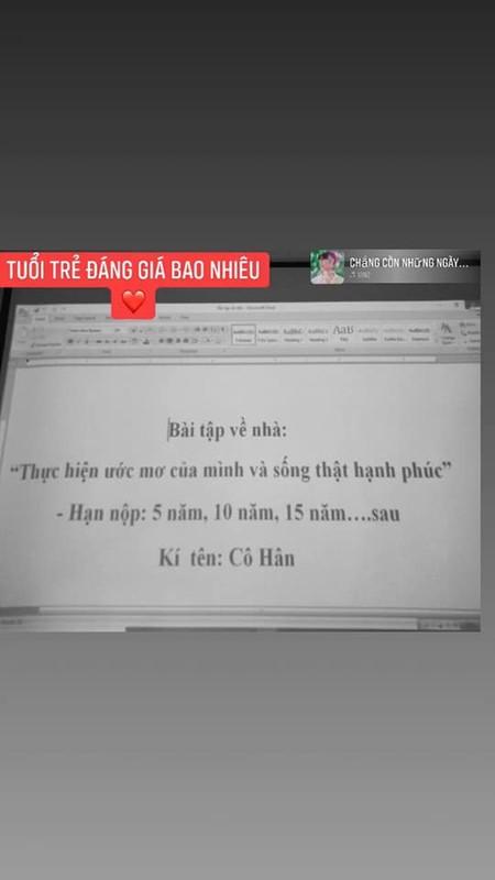 Hoc sinh cuoi cap nghen ngao nhung dieu ghi tren tam bang den-Hinh-5