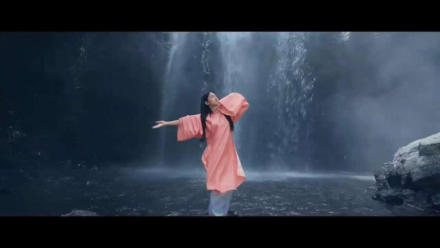 """Dong MV moi cua K-ICM, """"hot girl thi phi"""" Le Bong gay tranh cai-Hinh-3"""