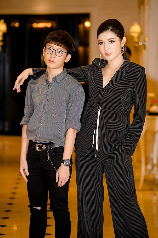 Netizen to mo diem thi tot nghiep cua em trai A hau Huyen My-Hinh-10
