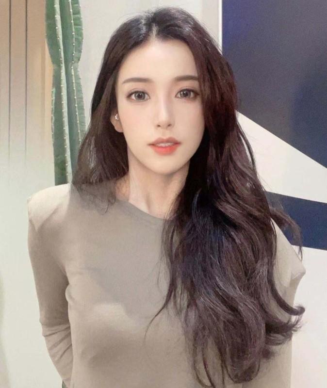 Hot girl TikTok nhay nhot lo mat moc khien netizen that kinh
