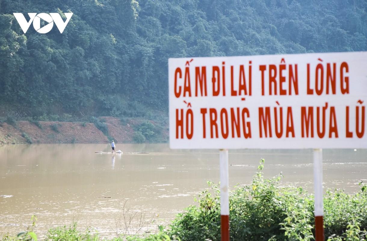 Nuoc song duc ngau do nuoc lu, dan van danh bat ca-Hinh-9