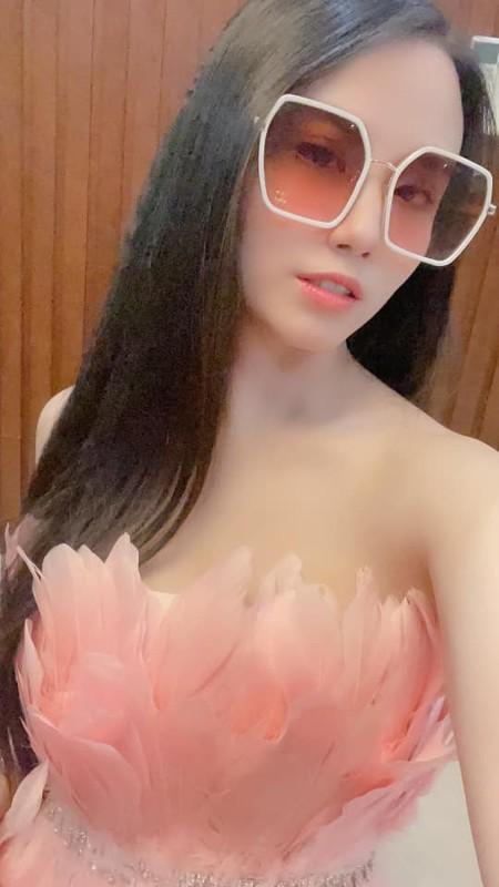 "Hoa ho ly tinh, ""thanh nu"" Linh Miu khien netizen het hon-Hinh-8"