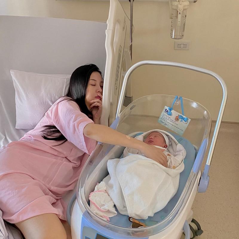 Cuu tiep vien hang khong khoe voc dang cuc dinh sau khi sinh con-Hinh-2