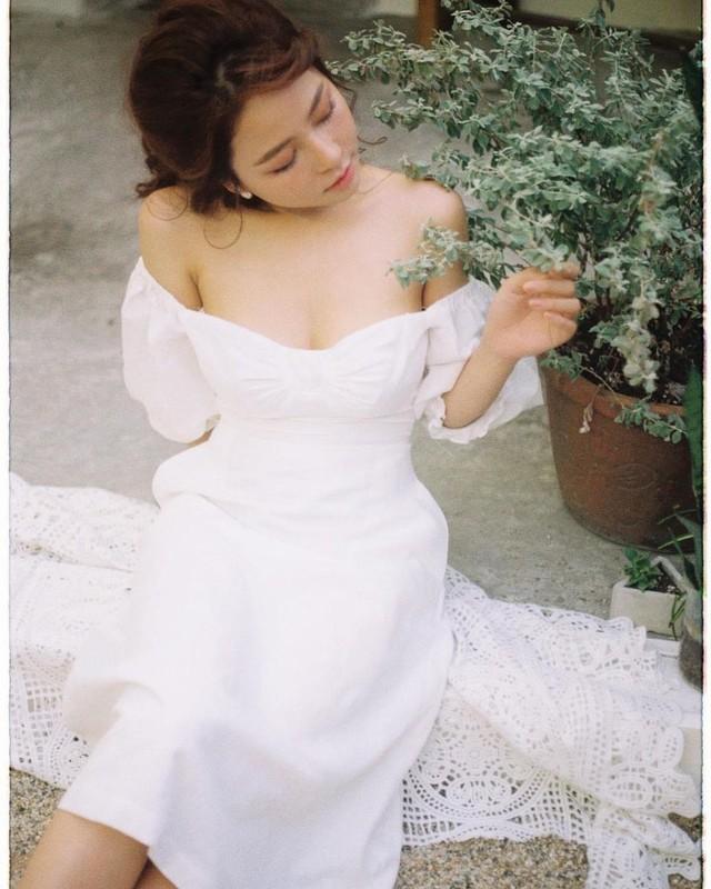 Dang anh khoe vong 1  an y, hot girl Tram Anh bi netizen phan ung-Hinh-4