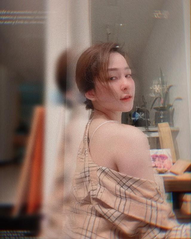 Dang anh khoe vong 1  an y, hot girl Tram Anh bi netizen phan ung-Hinh-5