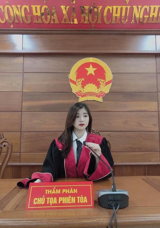 """Lo danh tinh """"hot girl tham phan"""" xinh dep khien netizen xao xuyen-Hinh-3"""