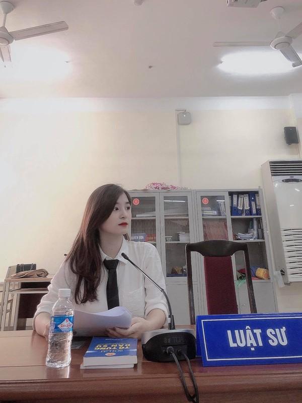 """Lo danh tinh """"hot girl tham phan"""" xinh dep khien netizen xao xuyen-Hinh-4"""