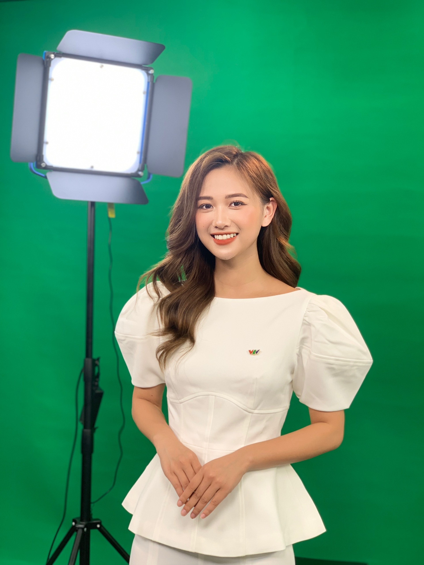 Lo danh tinh nu MC VTV noi nhu con nho dong MV ca nhac-Hinh-6