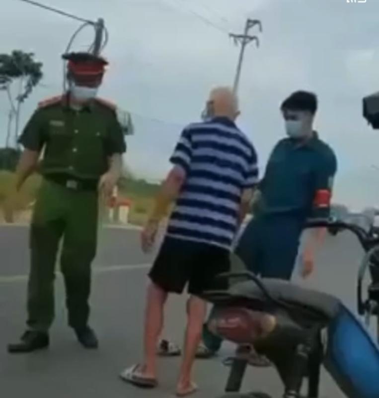 Cam mu coi lam loan chot kiem dich, cu ong khien netizen buc xuc-Hinh-4