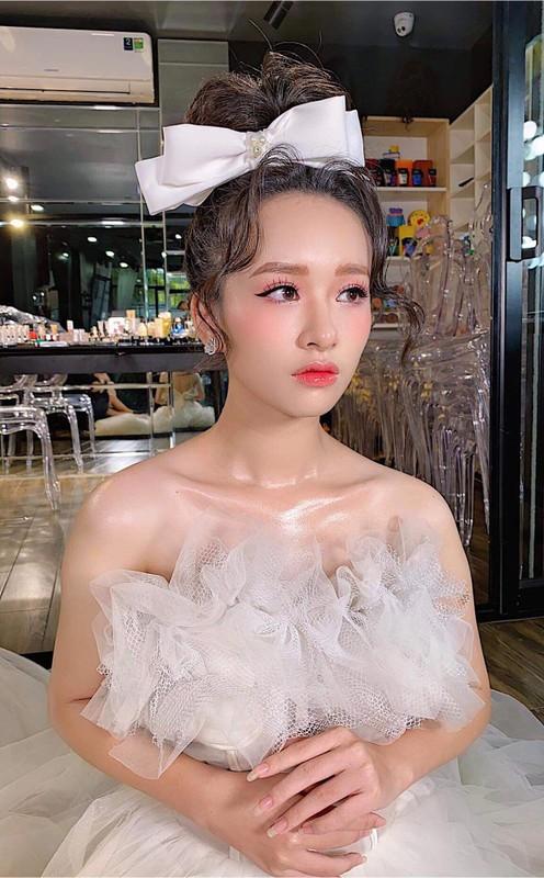 Nu sinh truong Nhan van gay chu y boi guong mat chuan hoa hau-Hinh-10