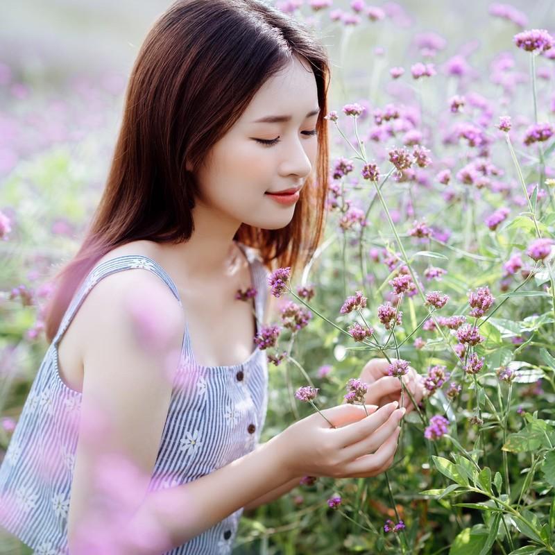 Nu sinh truong Nhan van gay chu y boi guong mat chuan hoa hau-Hinh-3