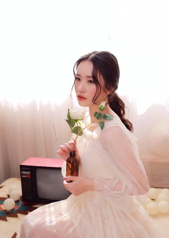 Nu sinh truong Nhan van gay chu y boi guong mat chuan hoa hau-Hinh-8