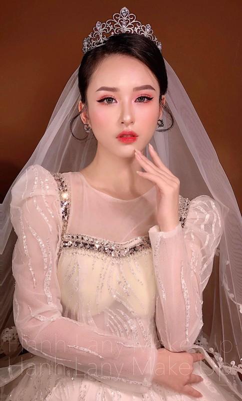 Nu sinh truong Nhan van gay chu y boi guong mat chuan hoa hau-Hinh-9
