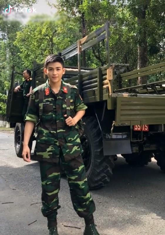 "Noi tieng tren mang, ""chang quan nhan"" soai ra lo danh tinh bat ngo-Hinh-2"