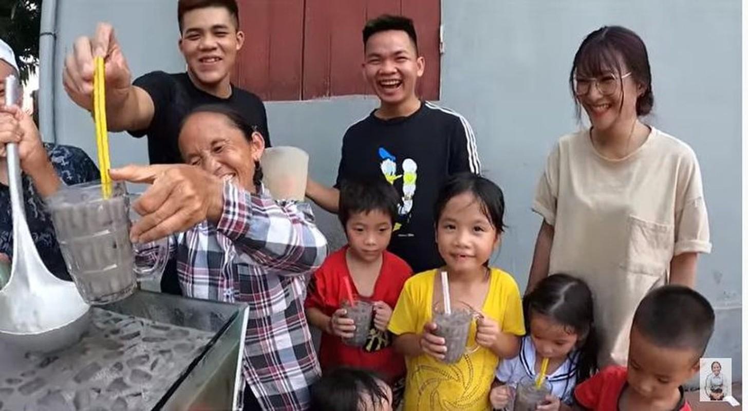 Ba Tan vlog lam mon moi, mieng thit mau den khien netizen to mo-Hinh-11
