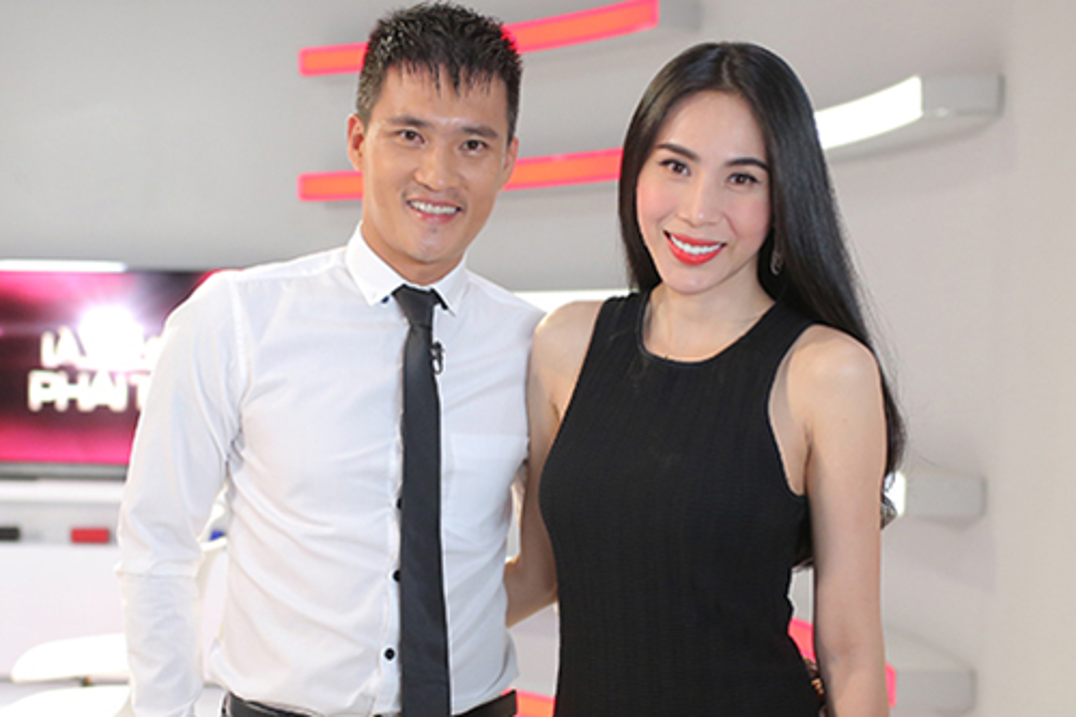 "Phat ngon ""chat lu"" cua Cong Vinh truoc ""tran dau"" voi ba Phuong Hang-Hinh-11"