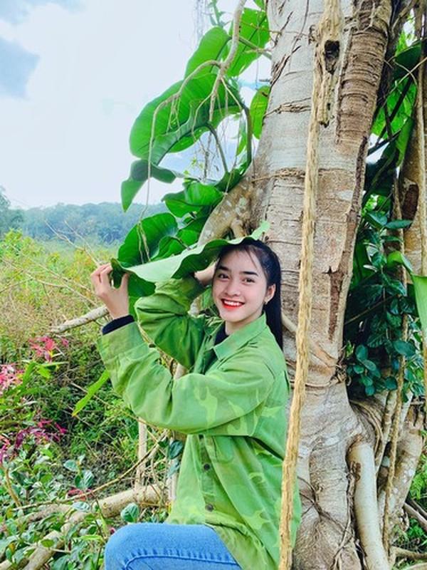 Hot girl dan toc Bana trieu view so huu nhan sac kho roi mat-Hinh-2
