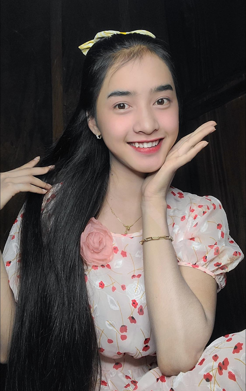Hot girl dan toc Bana trieu view so huu nhan sac kho roi mat-Hinh-3