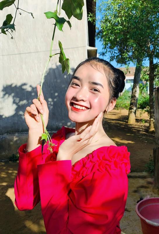 Hot girl dan toc Bana trieu view so huu nhan sac kho roi mat-Hinh-5
