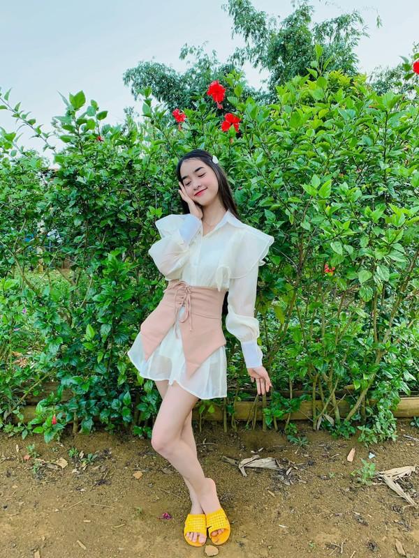 Hot girl dan toc Bana trieu view so huu nhan sac kho roi mat-Hinh-6