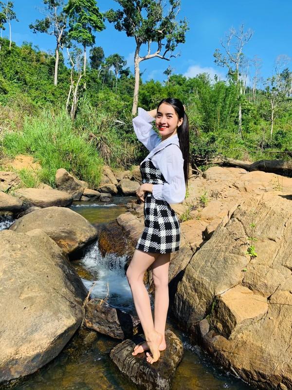 Hot girl dan toc Bana trieu view so huu nhan sac kho roi mat-Hinh-7