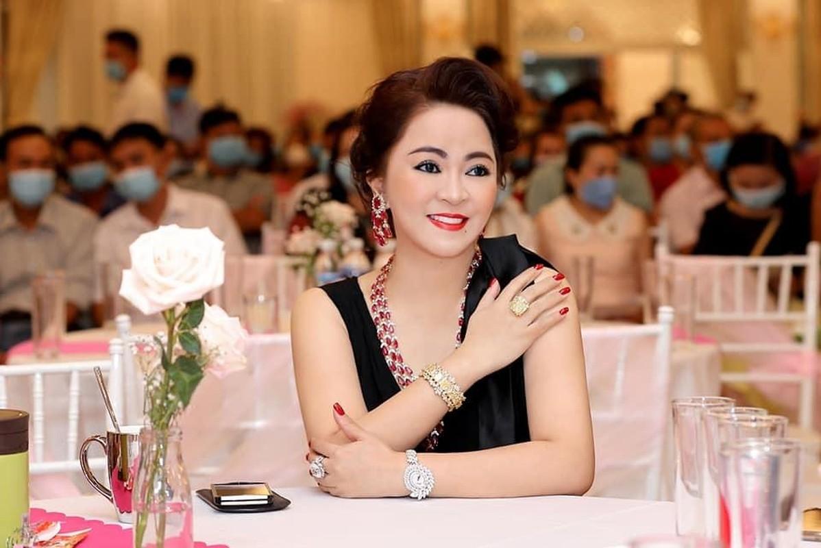 "Ba Phuong Hang bat ngo ""lat keo"" sau tuyen bo dung livestream-Hinh-2"