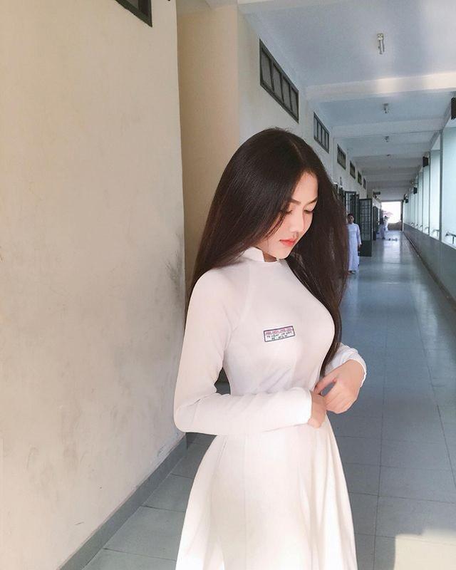 Nu sinh Sai thanh dien ao dai trang tung noi tieng gio ra sao?