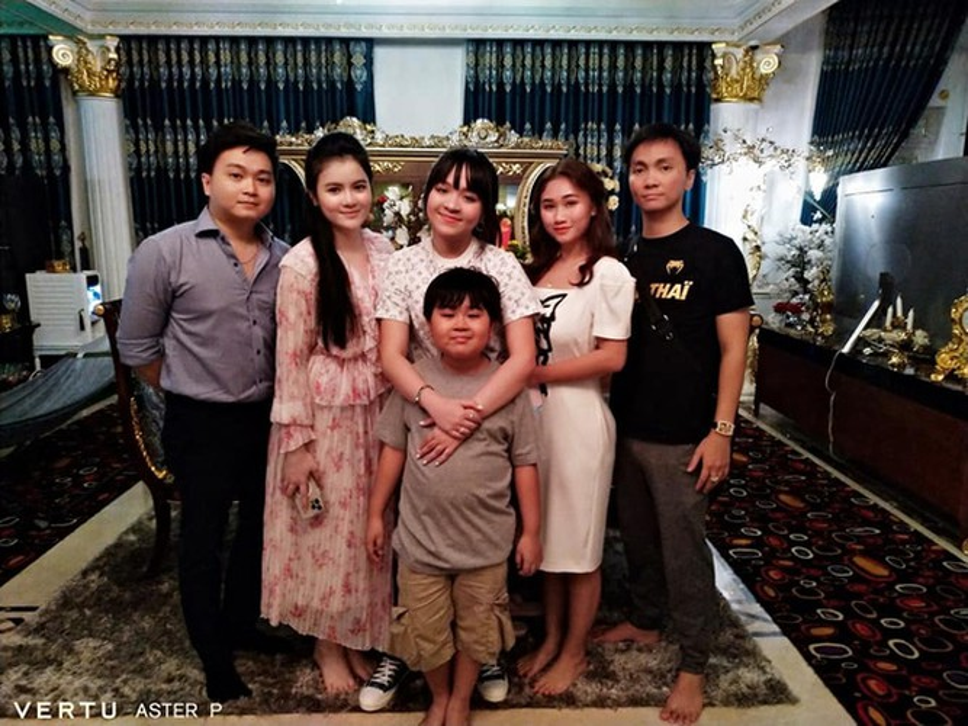 Tung anh cuc hiem cung cac con, ba Phuong Hang to niem hanh phuc-Hinh-12