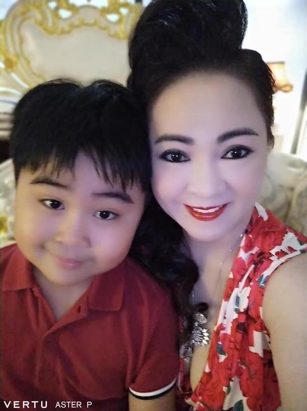 Tung anh cuc hiem cung cac con, ba Phuong Hang to niem hanh phuc-Hinh-4