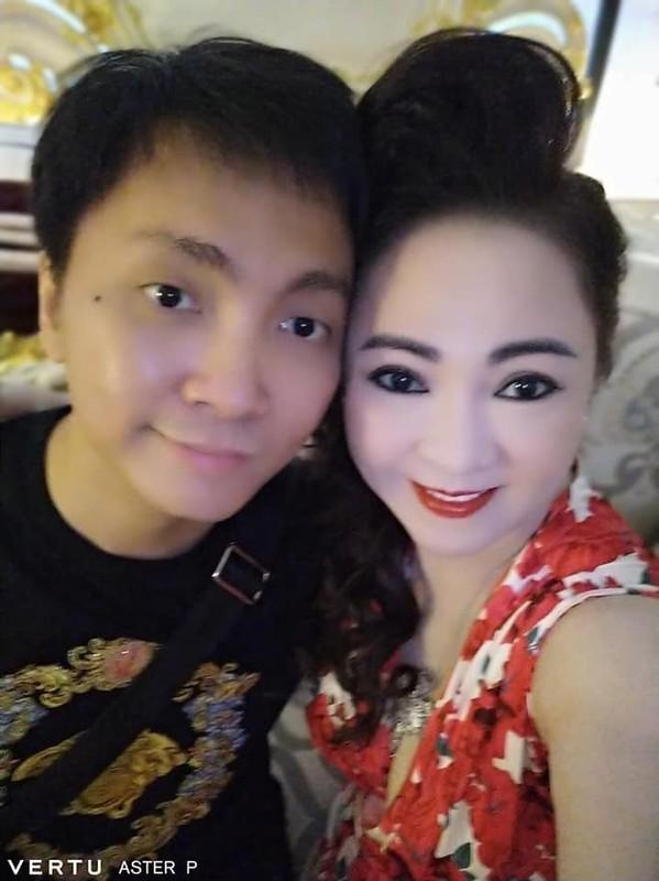 Tung anh cuc hiem cung cac con, ba Phuong Hang to niem hanh phuc-Hinh-5