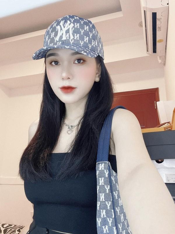 """Khoe dang nong bong, ban gai Hoang Duc """"dai mat"""" netizen-Hinh-8"""